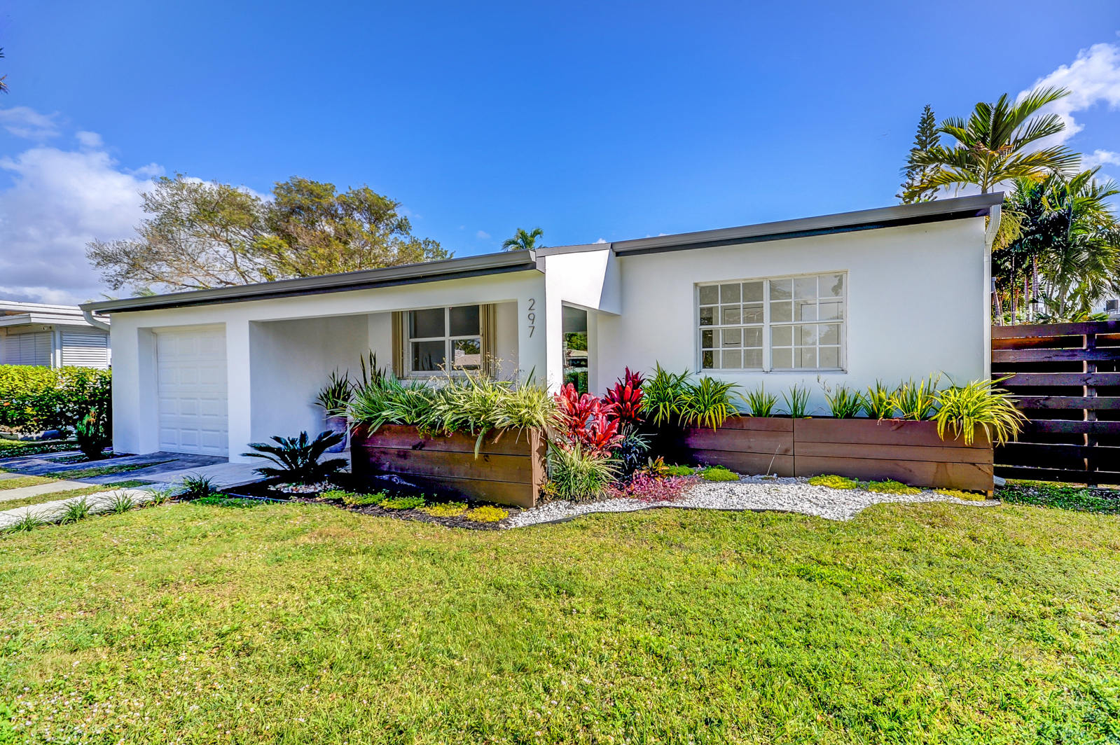 JUST REDUCED FOR QUICK SALE!!! /House 297 Minola Dr